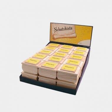 Schatzkiste Holz mit Edelsteinen gefüllt in 3 Designs (VE=15) - Display Schatzkiste mit gelber Karte 30 Stück